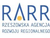 Logo Rzeszowskiej Agencji Rozwoju Regionalnego. Duże niebieskie liter RARR w literce A na dole umieszczone żółte kółko.